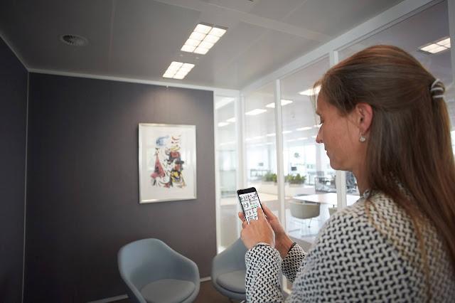 O Interact Office da Signify ajuda as empresas a manter os funcionários saudáveis e seguros no seu regresso ao local de trabalho