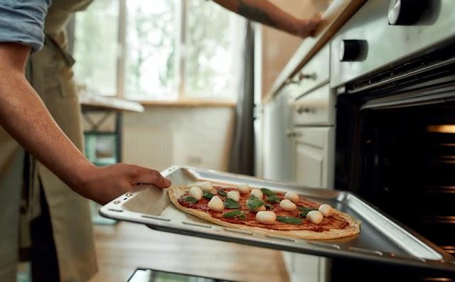 Ο αλάθητος τρόπος για τέλεια σπιτική πίτσα