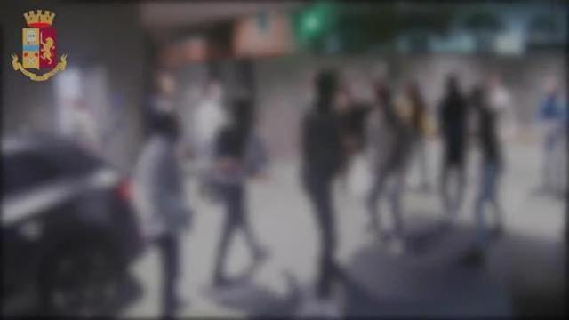 """Rapine e aggressioni all'Arco della Pace. la Polizia ha individuato il """"branco"""" di 20enni [VIDEO]"""