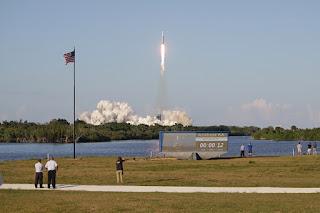 Coraz wyżej ponad Przylądek Canaveral. Credit: Stephen Clark