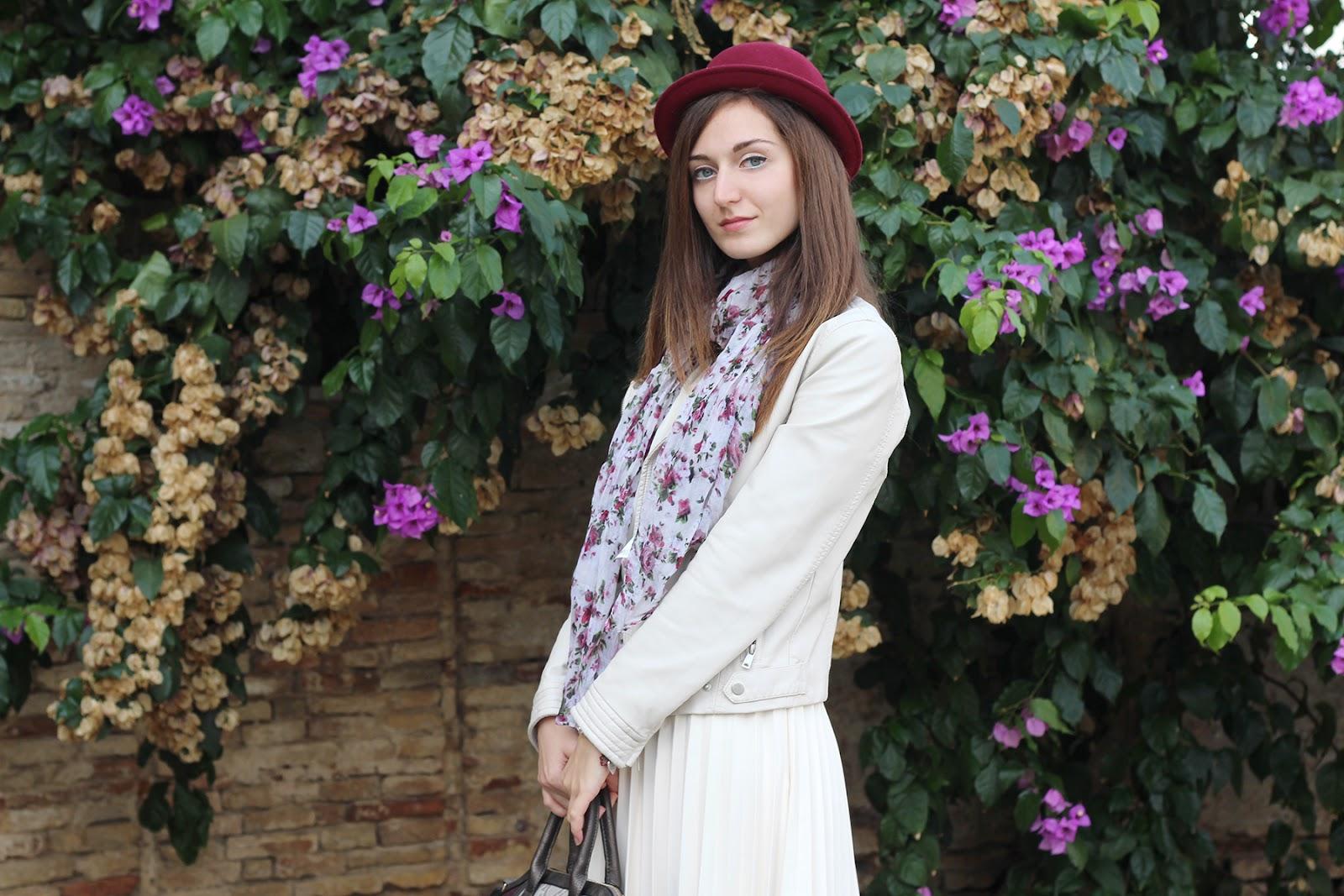 outfit ootd italian fashion blogger cream burgundy zara bijou brigitte plissé skirt jacket leather hat ovine scarf