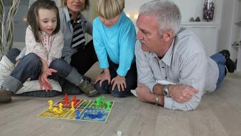 Segít tovább megőrizni a mentális fittséget a sok társas- és kártyajáték