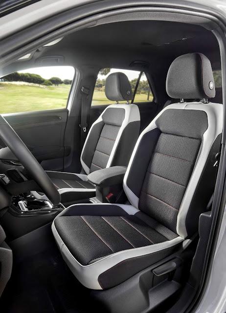 Volkswagen T-ROC - interior - espaço interno