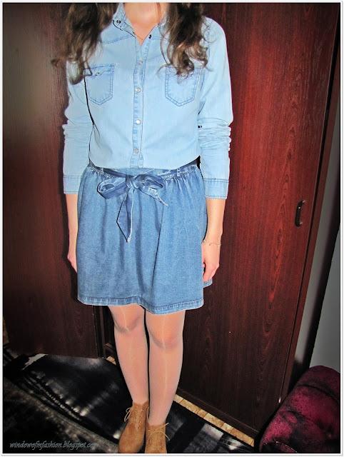dziewczęca stylizacja: koszula, spódniczka i botki