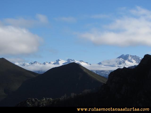 Ruta Tromeu y Braña Rebellón: Desde la Peña Tromeu, vista de la zona de Ubiña