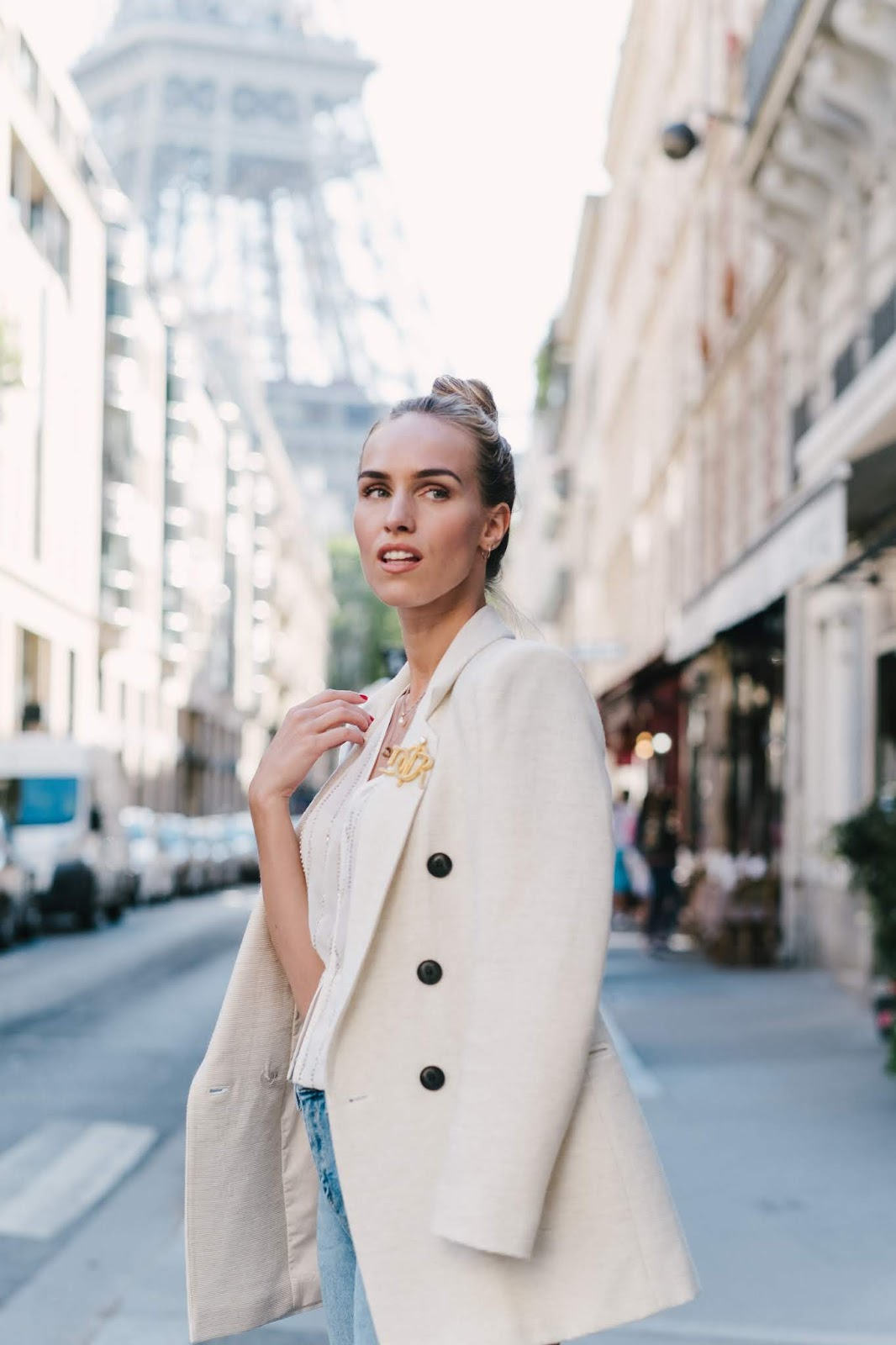 parisian street style outfit summer white blazer blue jeans eiffel tower