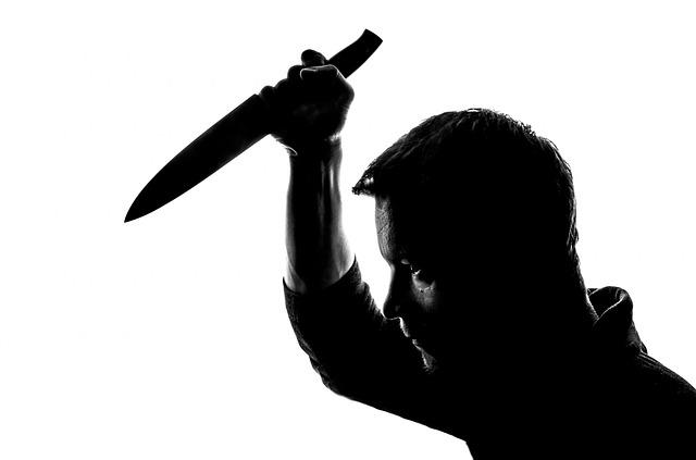 Angriff von Mann mit Messer