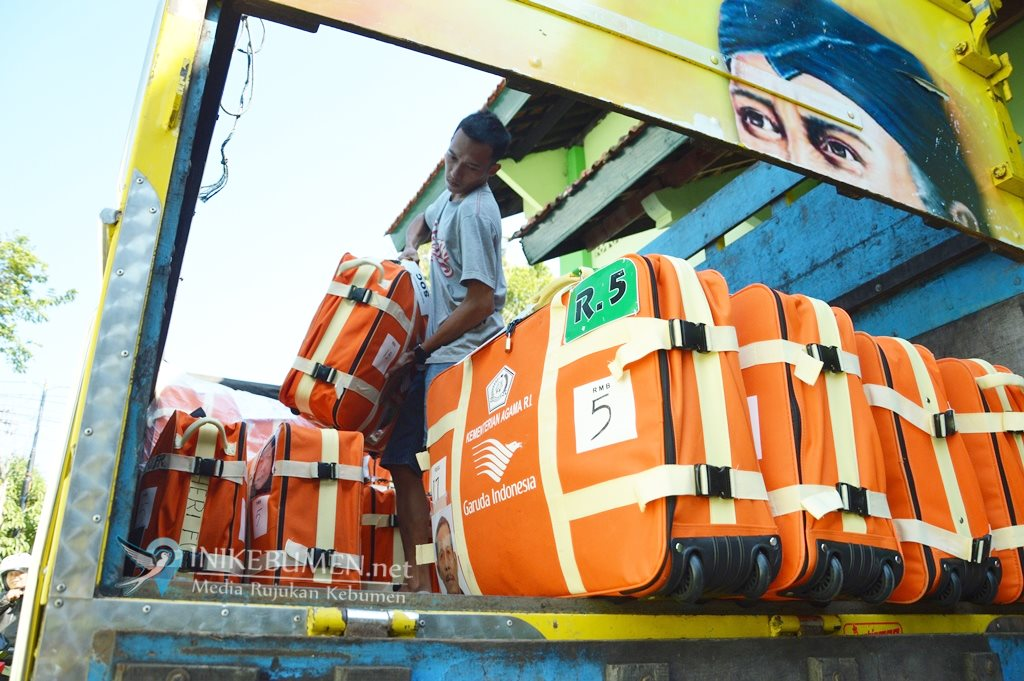 Sehari Jelang Pemberangkatan, Calon Haji Kebumen Kumpulkan Koper