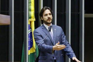 Pedro critica uso de carro oficial por deputada paraibana para bloquear avenida em João Pessoa