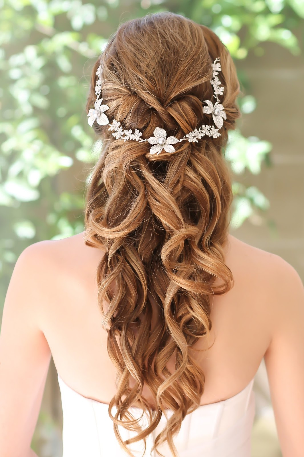 Hairstyle That That A Ball Gown Style Dress Fashion Dresses