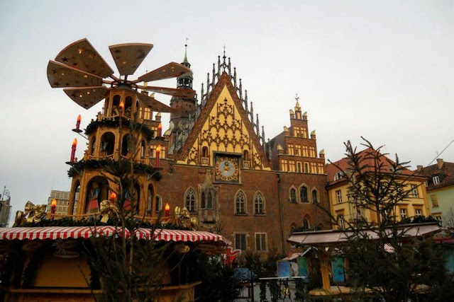 Things to do in Wroclaw in winter: visit the Wroclaw Christmas Market