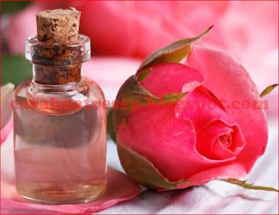 Foto Resep Air Mawar Buatan Sendiri Dari Bunga Mawar Asli Secara Alami Sederhana di Rumah