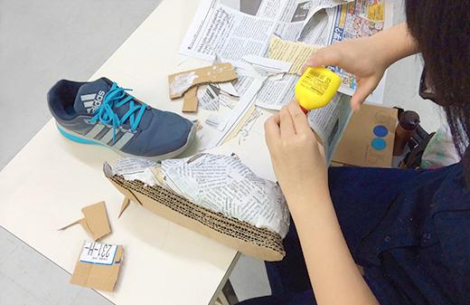 横浜美術学院の中学生教室 美術クラブ 「紙でつくる靴」組み立てる工程3
