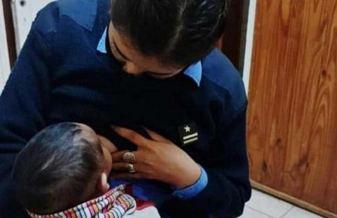 Tunuyán: Mujer policía amamantó a un bebé que estaba en medio de un conflicto entre padres