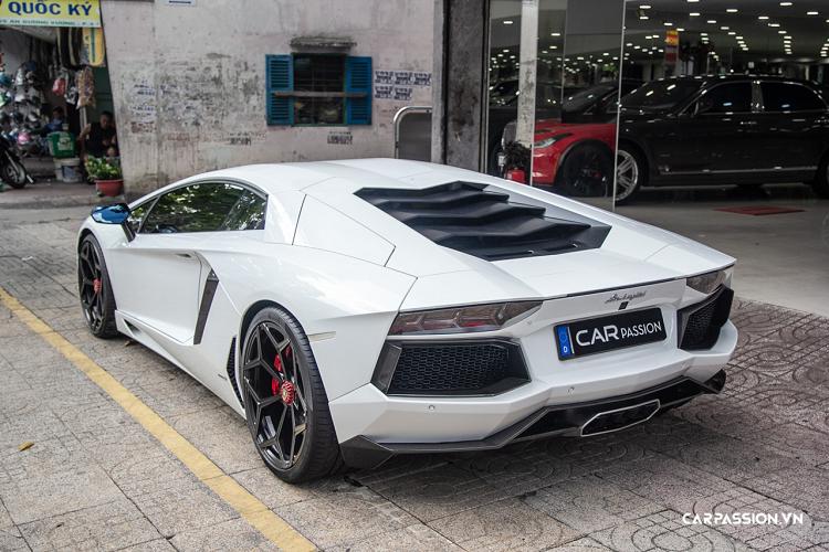 Lamborghini Aventador hơn 20 tỷ, chính hãng độc nhất Việt Nam