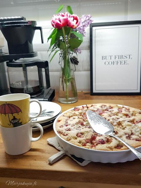 raparperipiirakka kesä kahvi kahvinkanssa leivonta