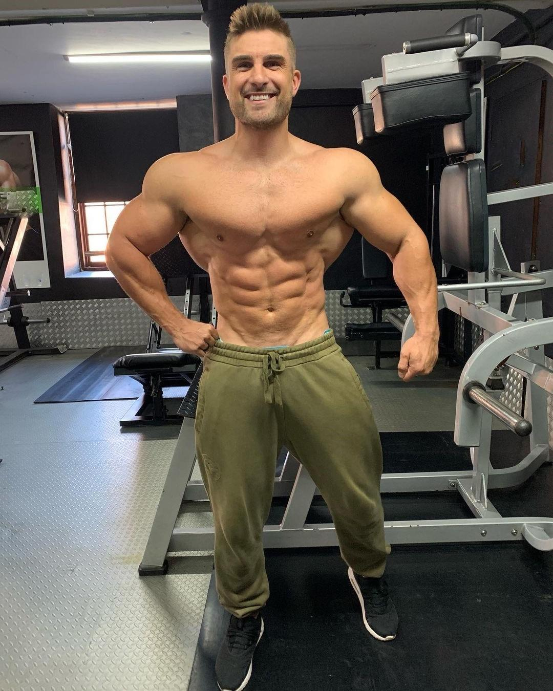 sexy-muscular-dilfs-ryan-terry-barechest-bodybuilders-hot-gym-daddy-smiling-wide-shoulders