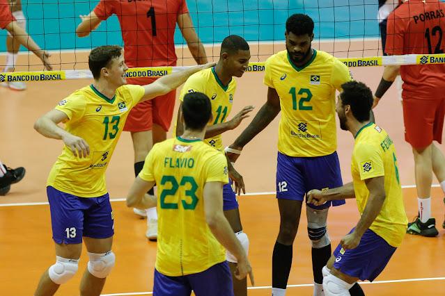 Brasil comemora vitória diante do Peru no Sul-Americano