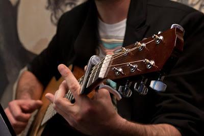 Kĩ thuật tay trái khi chơi đàn Guitar