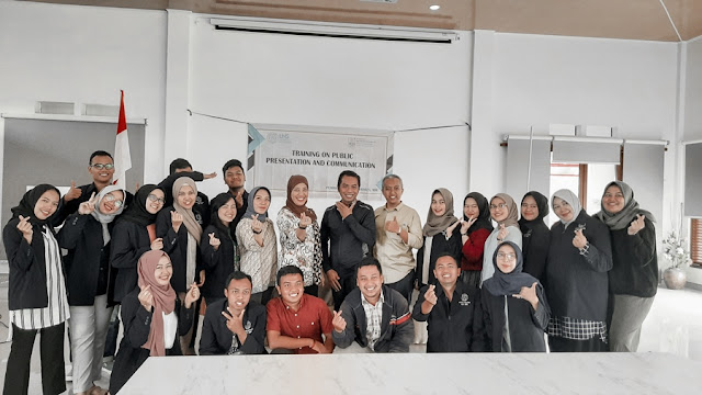 Training on Public Presentation and Communication Magister Manajemen UNS SOLO
