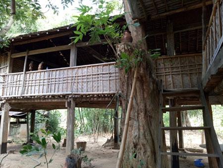 Ngôi nhà sàn dành cho khách lưu trú của gia đình chị Y Na