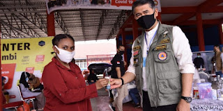 Walikota Jambi Syarif Fasha Serahkan Bantuan JPS Bagi Pelajar Perantauan di Kota Jambi