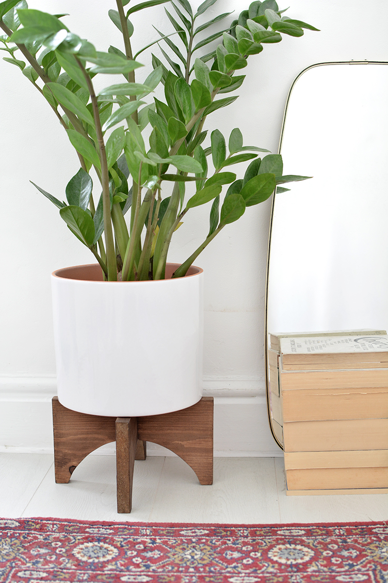 diy mid century plant stand burkatron. Black Bedroom Furniture Sets. Home Design Ideas