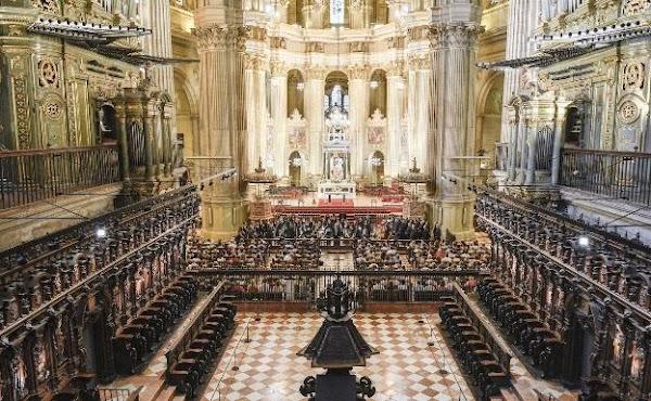 La Agrupación Cofradías de Málaga baraja realizar una gran exposición en la Catedral por su centenario