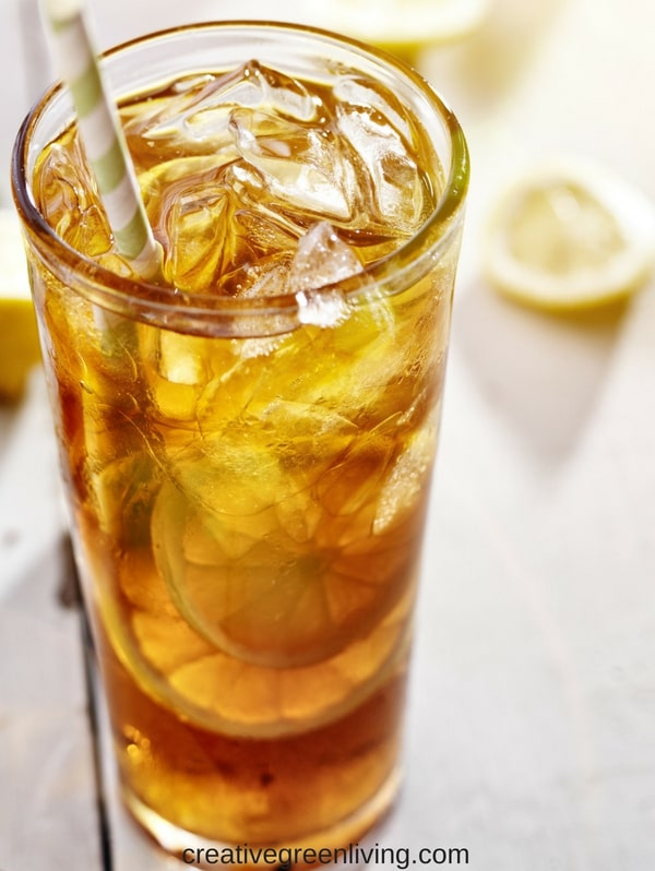 Easy iced tea recipe:  Making homemade iced tea at home is easy! Learn how to make iced tea from scratch without a mix, coffee maker or other fancy equipment #tea #icedtea