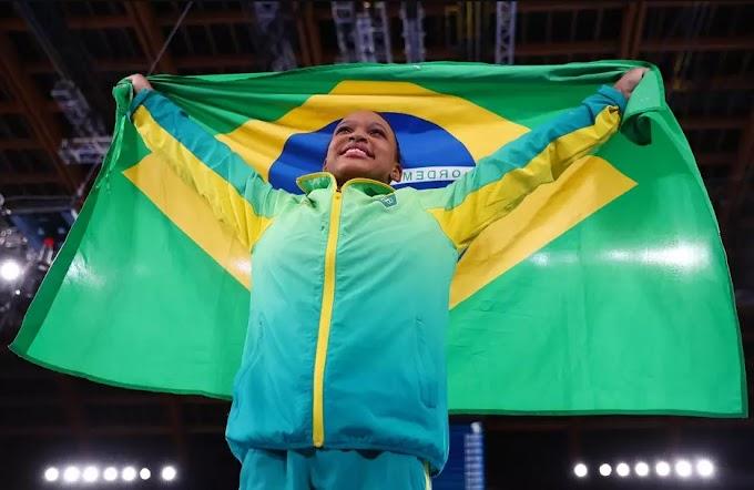 Rebeca Andrade faz história e ganha o ouro no salto nas Olimpíadas de Tóquio
