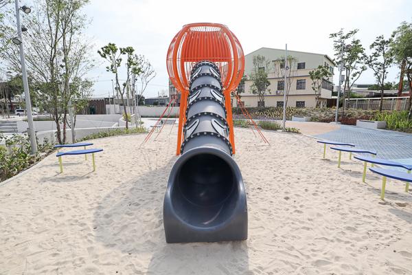 台中大里草湖防災公園兼具防洪、運動休閒、集會的多功能公園