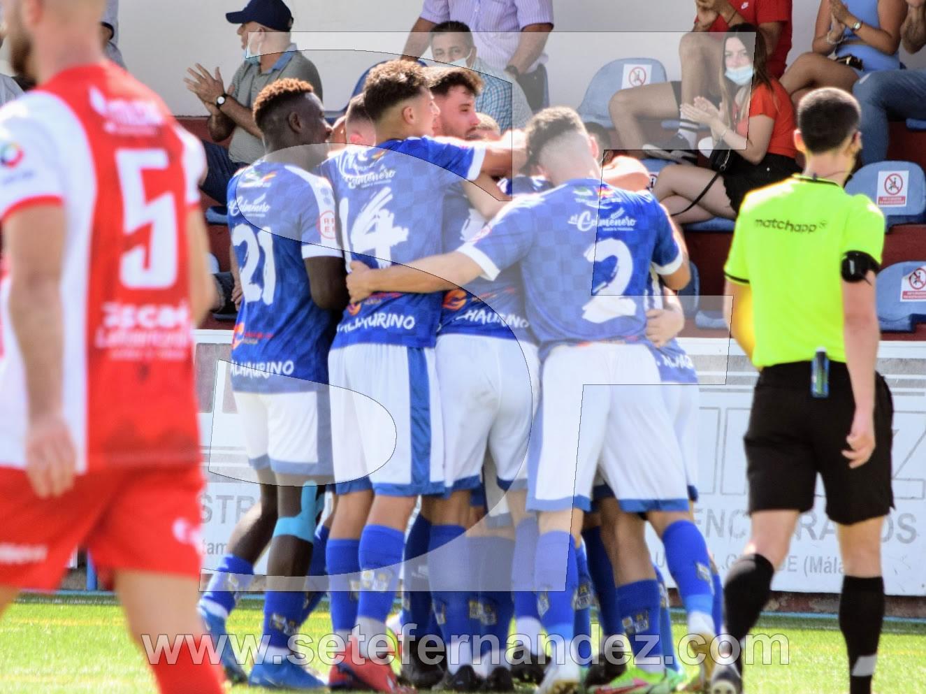 El CD Alhaurino celebrando el primer gol de esta temporada
