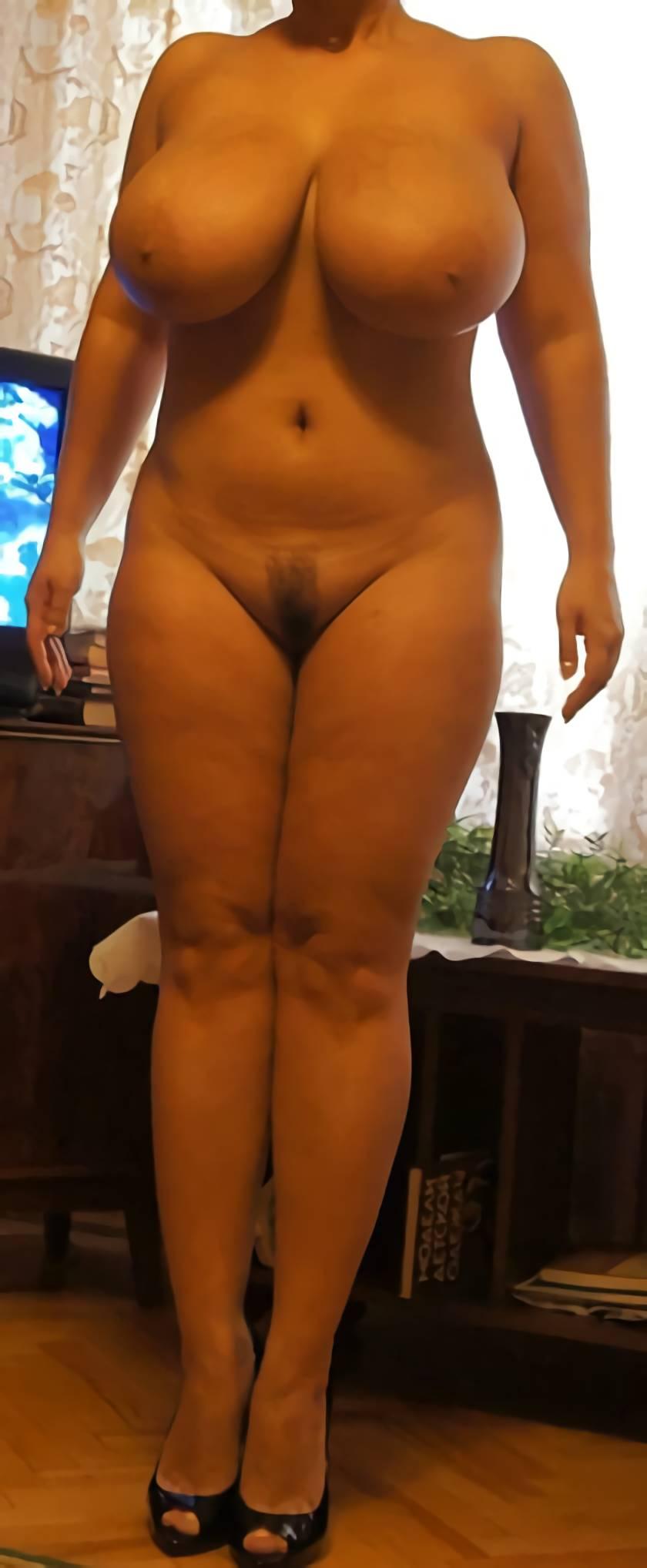 cewek bule punya badan semok toketnya gede montok, foto bugil tante girang chubby pamer body dan payudara yang besar