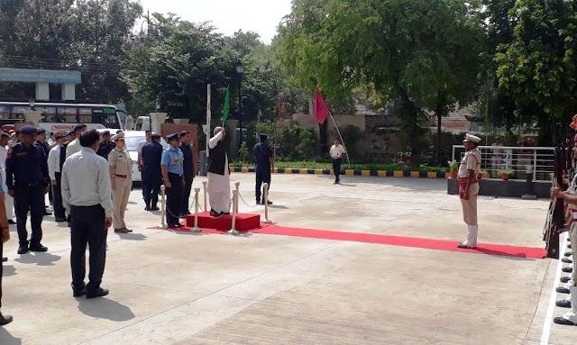 राज्यपाल सत्यदेव नारायण आर्य रेवाड़ी में अधिकारियों के साथ बात की