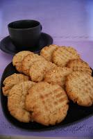 http://rebuscandoenladespensa.blogspot.com.es/2013/05/galletas-de-mantequilla-de-cacahuete.html