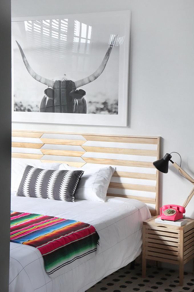Decoraci n f cil tendencia cabecero geom trico con tablas - Cabeceros de cama con cojines ...