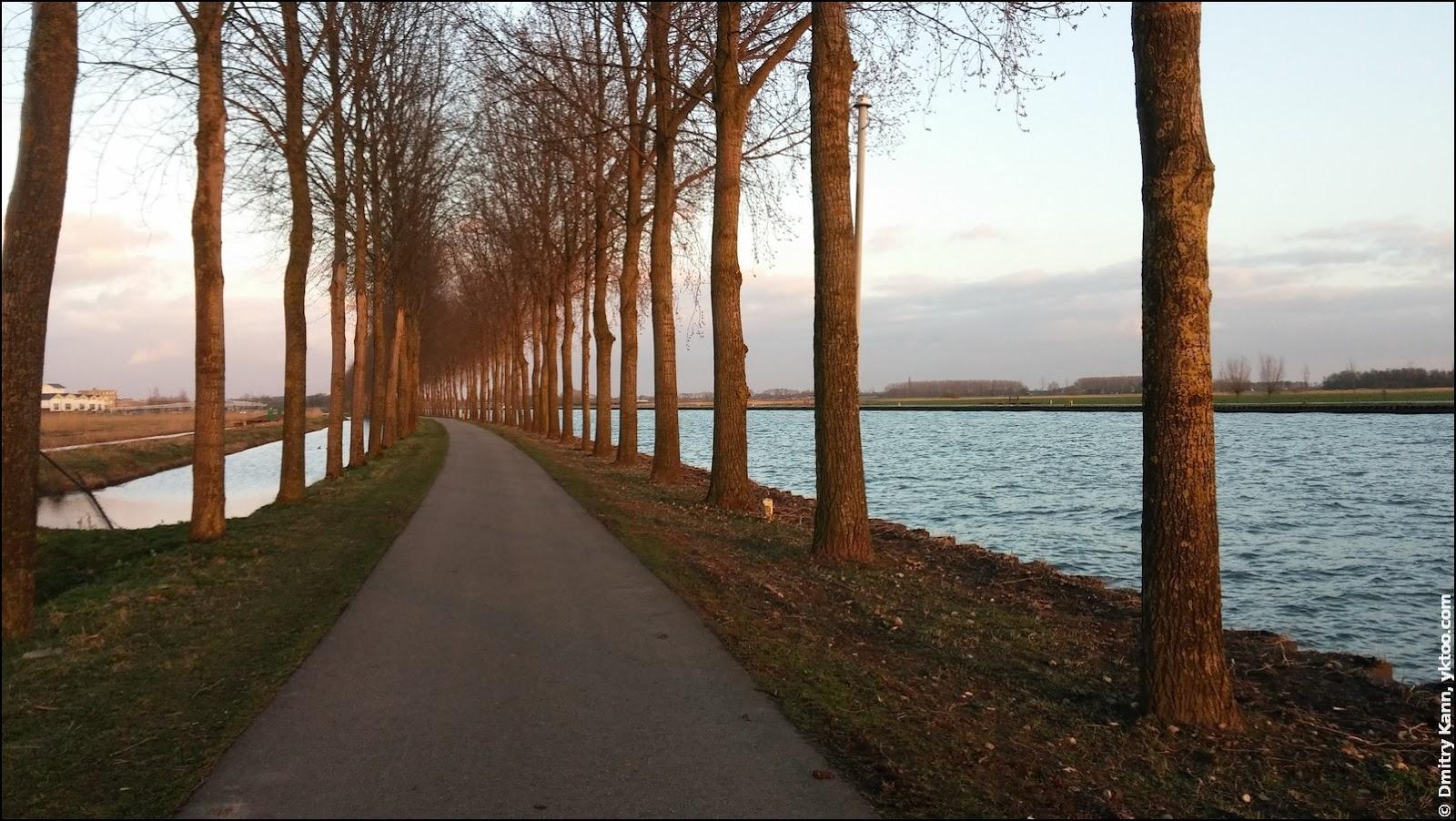 Март. Amsterdam-Rijnkanaal справа.