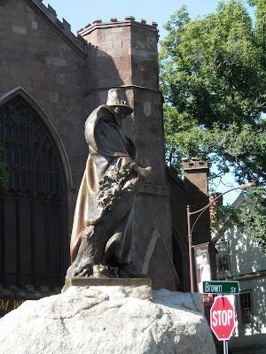 Roger Concant statue salem