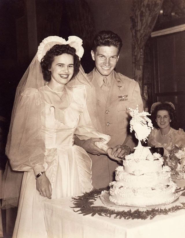 Who Doesn T Love Old Wedding Snaps Here Are 20 Lovely