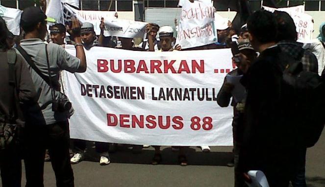 Dengan Cara 'Ngeles' dan Dukungan Ini Para Teroris di Indonesia Melenggang Manis Membuat Kerusakan di Negeri Ini