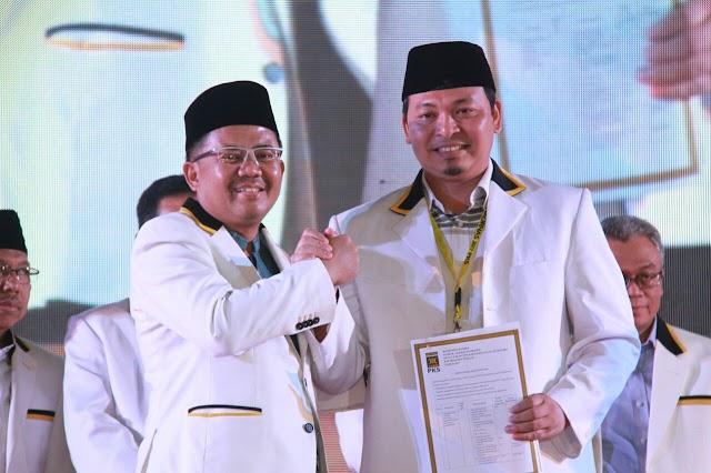 Heru Hidayat Menandatangani Indikator Kinerja Partai