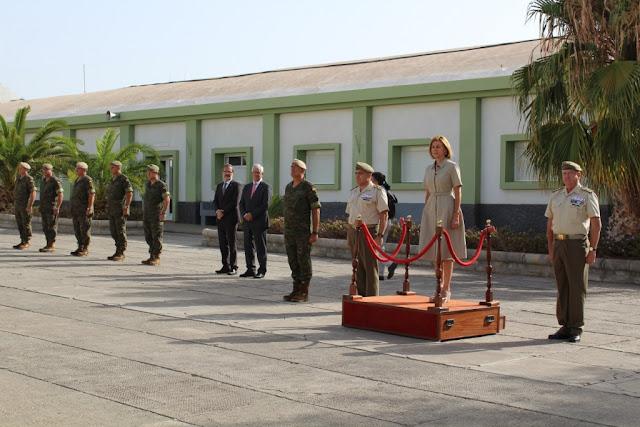 """María Dolores de Cospedal, afirma durante su visita a Fuerteventura la importancia de que los canarios sepan que cuentan con """"unidades preparadas para actuar en cualquier misión"""""""