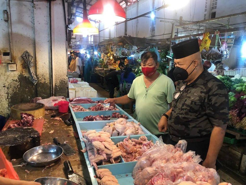 Pjs Walikota Batam Meninjau Sejumlah Pasar Untuk Memantau Harga Sembako