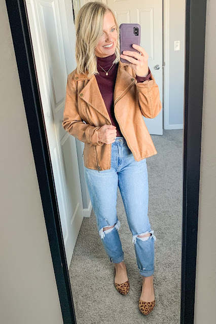 Moto jacket with mom jeans #momjeans