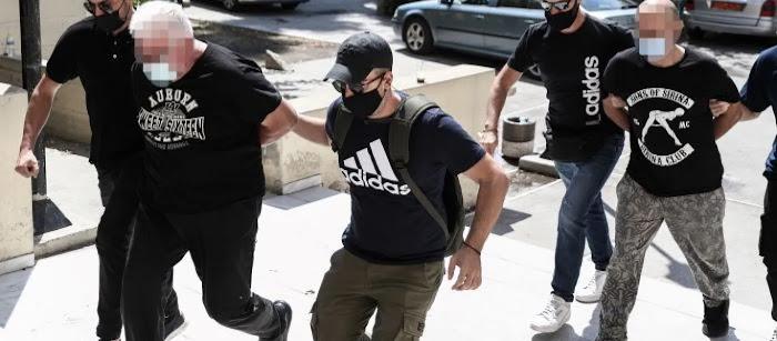 «Στο σπίτι μπαινόβγαιναν συνεχώς φίλοι του» λένε οι γείτονες για τον αστυνομικό που εξέδιδε την 19χρονη