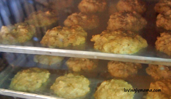 baking oatmeal cookies - oatmeal cookie recipe - Bacolod mommy blogger - from my kitchen - homecooking - electric oven - cookie sheets