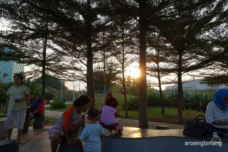 senja di taman kota ria rio jakarta