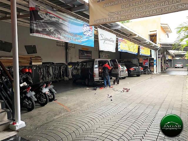 Bengkel Mobil dan Variasi tepi jalan Magelang