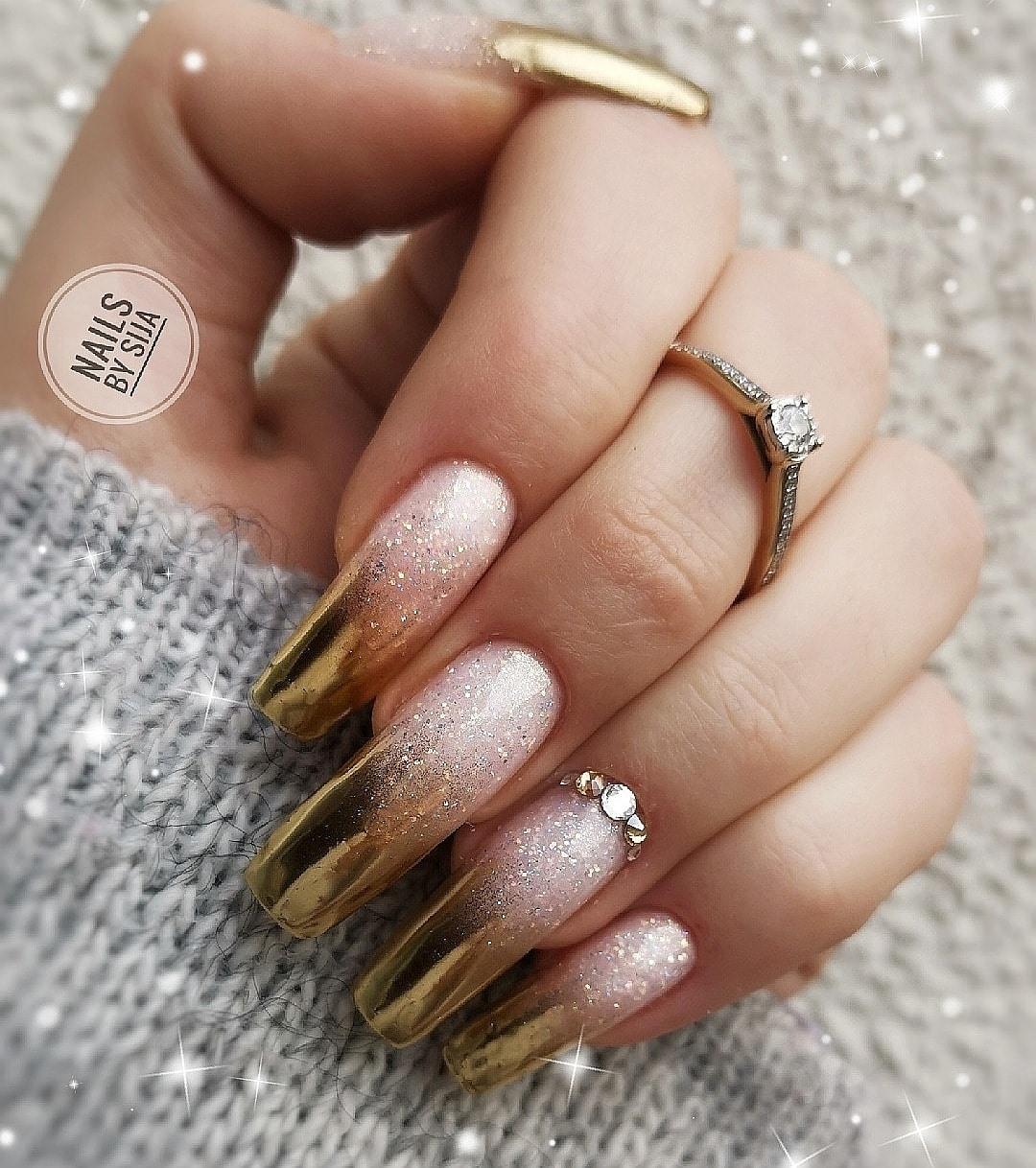 złote ombre na paznokciach