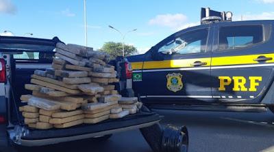 Homem é preso após polícia achar mais 100 kg de maconha em caminhonete na BR-116, altura de Jequié